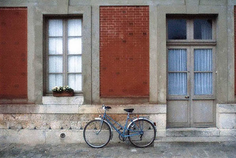 06GS-029 Bicycle on wall-Versailles-