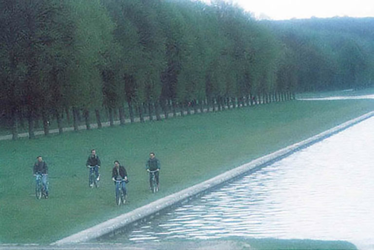 49GS-030 Bicyclists in Fog-Versailles-2-